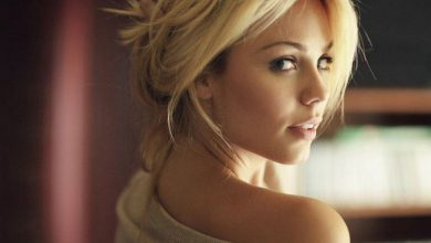 Photo of Women We Love: Laura Vandervoort (27 Photos)