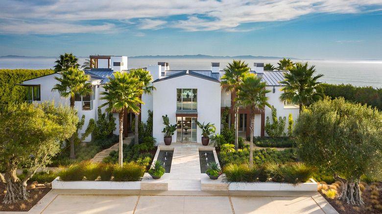 Dream House: Spectacular Santa Barbara Oceanfront Mansion (1)