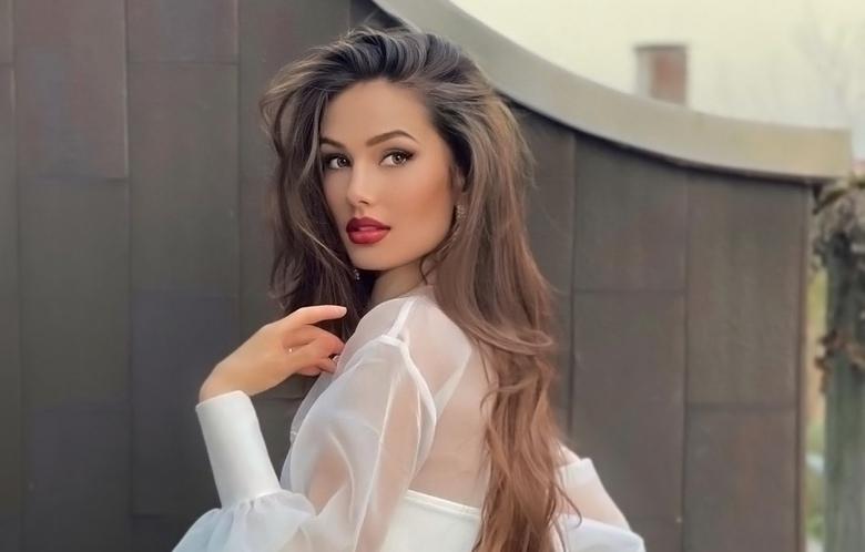 gorgeous Italian model and today's Instagram Crush Arina Bernardini